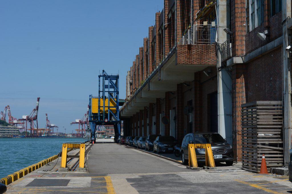 基隆港客運大樓的外接空橋